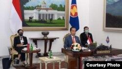 Presiden Joko Widodo pada KTT Khusus ASEAN Plus Three yang digelar secara virtual melalui telekonferensi video, hari Selasa (14/4) (courtesy: Kemlu RI).