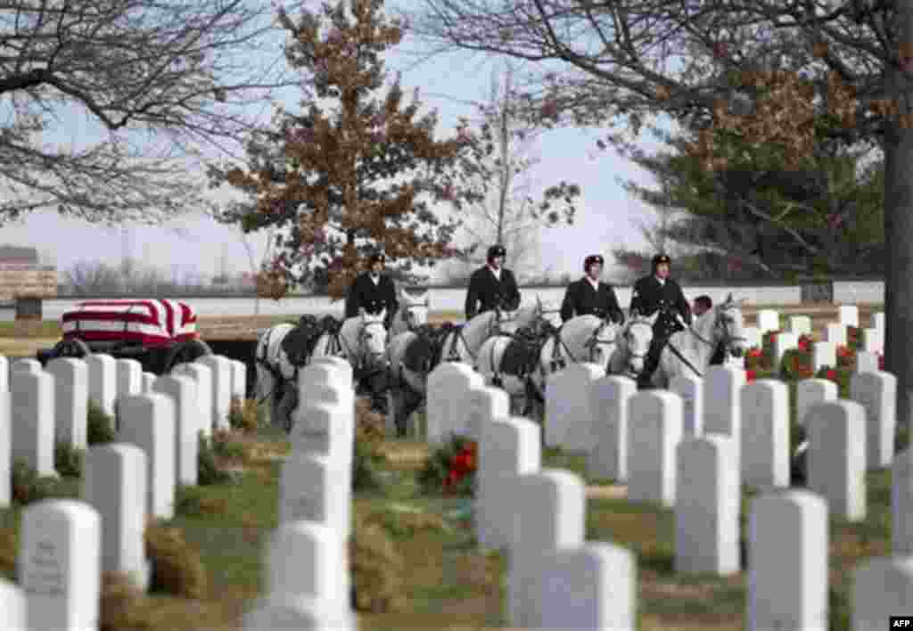 An Air Force honor guard arrives with a caisson during burials service for former Tuskegee airman, retired Lt. Col. Luke Weathers, Friday, Jan. 20, 2012, at Arlington National Cemetery in Arlington, Va. (AP Photo/Evan Vucci)