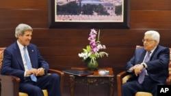 美国国务卿克里在拉马拉与巴勒斯坦权力机构主席阿巴斯举行会谈