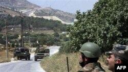 Yakshanba kuni ertalab prezident Bashar al-Assadning inisi Mohir boshliq askarlar shahar yoqasida o'rnatilgan minalarni chetlab, Jisr al-Shugurga kirgan