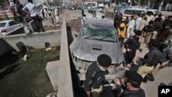 지난 8일 파키스탄 북서부 페샤와르에서 벌어진 차량폭탄 테러 현장. (자료사진)