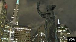 旧金山中国城内的民主女神铜像 (美国之音记者国符拍摄)
