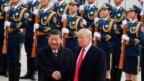 Chủ tịch Trung Quốc Tập Cận Bình nghênh đón Tổng thống Mỹ Donald Trump tại Đại Lễ Đường Nhân Dân ở Bắc Kinh vào ngày 9/11/2017.