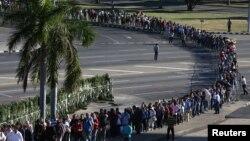 Abanyagihugu ba Cuba batonze umurongo kugira besezere Fidel Castro