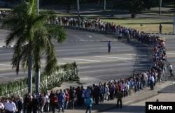 People wait in line to pay tribute to Cuba's late President Fidel Castro at the Jose Marti Memorial in Revolution Square in Havana, Cuba, Nov. 29, 2016.