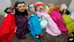 Активісти Oxfam одягнені в маски лідерів США, Китаю, Франції, Індії, Німеччини, Австралії, щоб привернути їхню увагу