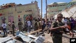 Des soldats déployés après une attentat à la bombe à Mogadiscio, Somalie, 13 mars 2017.