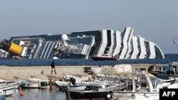 Chiếc tàu du ngoạn Costa Concordia bị nạn ngoài khơi nước Ý