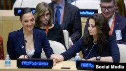 لیندا کارتر و گال گادوت در مقر سازمان ملل