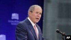 Las declaraciones del ex presidente Bush, llegaron al tiempo que las del ex preside Barack Obama, quien también rechazó el divisionismo en EE.UU.