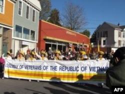 Ðoàn diễn hành Việt Nam tại Brunswick, Maryland nhân ngày Cựu Chiến Binh Hoa Kỳ