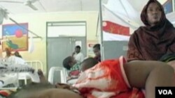 Seorang bocah yang terkena malaria dirawat di sebuah rumah sakit di Afrika.