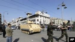 Déploiement militaire près du palais présidentiel au Caire, le 6 déc. 2012