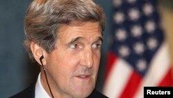Ngoại trưởng Hoa Kỳ John Kerry dự cuộc họp báo với Thủ tướng và Ngoại trưởng Qatar ở Doha, 5/3/13