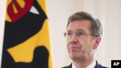 Eski Almanya Cumhurbaşkanı Christian Wulff 2012'de istifasını açıklarken