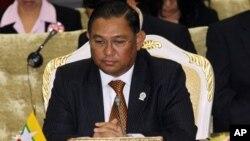 Menteri Luar Negeri Burma Wunna Maung Lwin menandatangani perjanjian nuklir baru dengan IAEA, Selasa 17/9 (foto; dok).