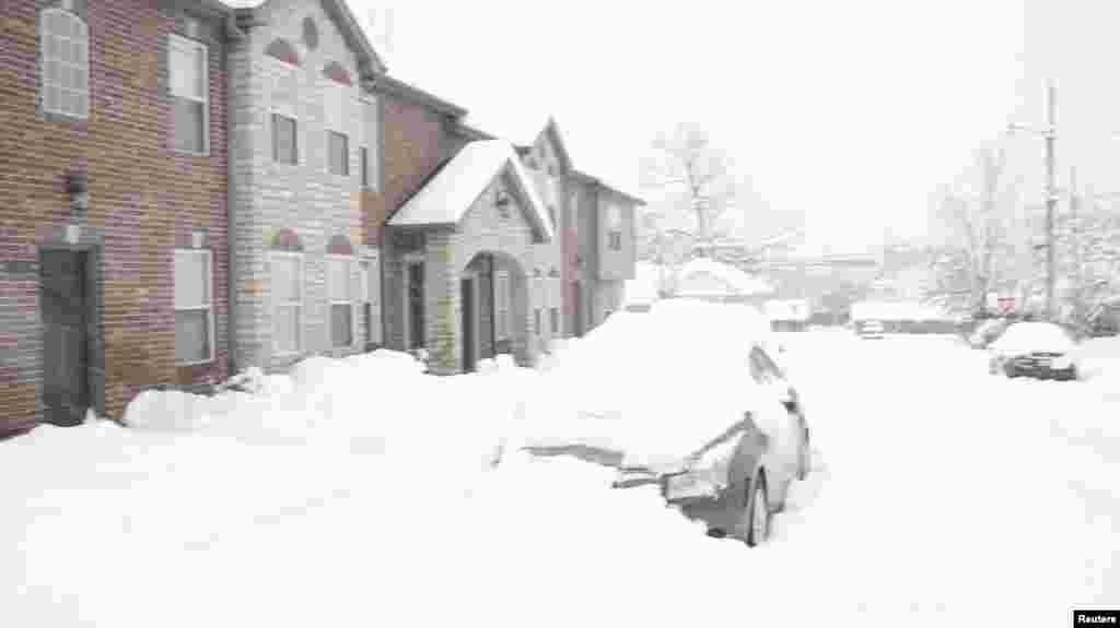 کم و بیش ایک فٹ سے ڈیڑھ فٹ تک برف باری ریکارڈ کی گئی