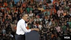 Barack Obama habló en la Universidad de Miami y también recaudó fondos para su campaña.