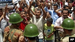 Anti-government protesters shout at soldiers at an army barrier blocking a demonstration demanding the ouster of Yemen's President Ali Abdullah Saleh in the southern city of Taiz, May 3, 2011