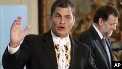 El presidente de Ecuador, Rafael Correa, llega al palacio de La Moncloa, en España, para conversar el presidente del gobierno español, Mariano Rajoy.