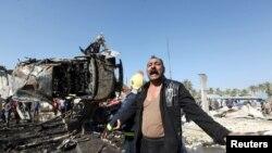 Cư dân bày tỏ sự phẫn nộ tại hiện trường vụ đánh bom ở Hilla, phía nam Baghdad, Iraq, ngày 6/3/2016.