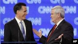 19일 밤 사우스 캐롤라이나 예비선거를 앞두고 열린 토론회에서 미트 롬니(왼쪽) 후보와 뉴트 깅그리치 후보(오른쪽)