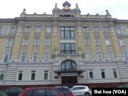 离莫斯科克里姆林宫不远的罗斯石油公司总部大楼。(美国之音白桦拍摄)