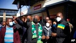Prezida wa Afrika y'epfo, Cyril Ramaphosa ariko agendera igice ca Soweto casinzikajwe n'imigumuko