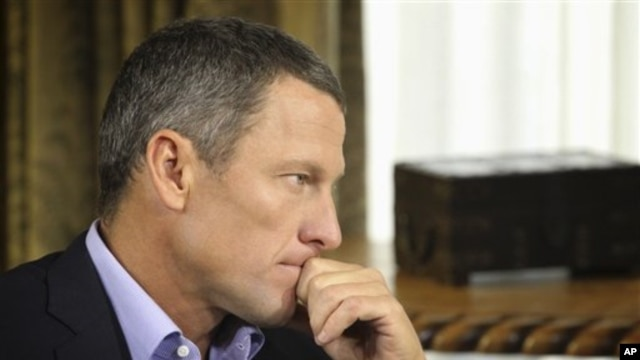 Pembalap sepeda AS, Lance Armstrong, saat diwawancarai oleh Oprah Winfrey, 14 Januari 2013 (Foto: dok). Departemen Kehakiman AS dikabarkan akan turut menggugat Lance Armstrong terkait kasus doping.