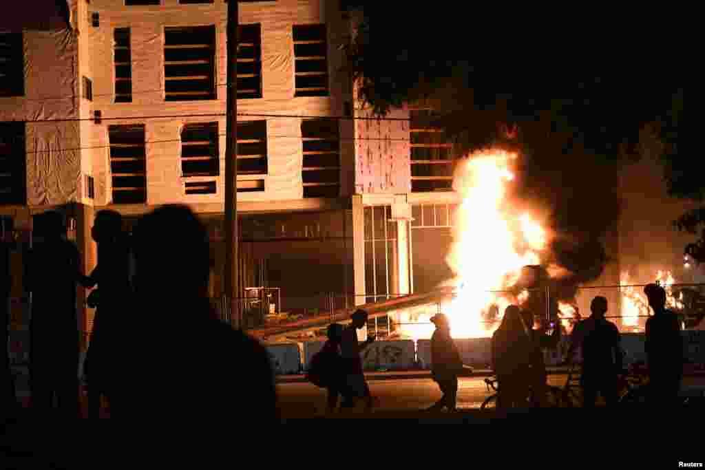جارج فلوئیڈ کی ہلاکت کے بعد شروع ہونے والے پرتشدد مظاہروں کا سلسلہ منیاپولس سمیت دیگر کئی شہروں تک پھیل گیا ہے۔