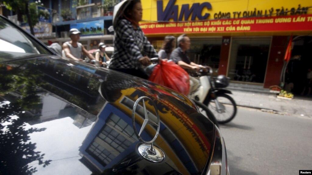 Việc tặng xe ở Cà Mau và Đà Nẵng không phải lần đầu có việc doanh nghiệp tặng ô tô hay quà vật chất giá trị cao cho quan chức hay chính quyền địa phương. (Ảnh minh hoạ)