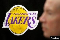 2000년부터 2002년까지 '스리핏'을 이룩한 로스앤젤레스 레이커스의 로고.