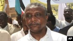 Yasir Arman, a key challenger to Sudanese President Omar al-Bashir has withdrawn from the race