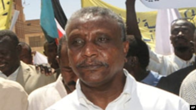 Yasir Arman, a key challenger to Sudanese President Omar al-Bashir has withdrawn from the race