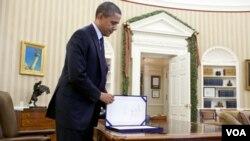 El presidente Barack Obama firmó la ley H.R. 3765 que define la continuación del recorte de impuestos a los trabajadores.