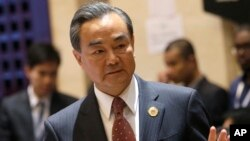 Ngoại trưởng Trung Quốc Vương Nghị đến tham dự Hội nghị các Bộ trưởng Ngoại giao ASEAN - Trung Quốc tại Vientiane, Lào, ngày 25/7/2016.