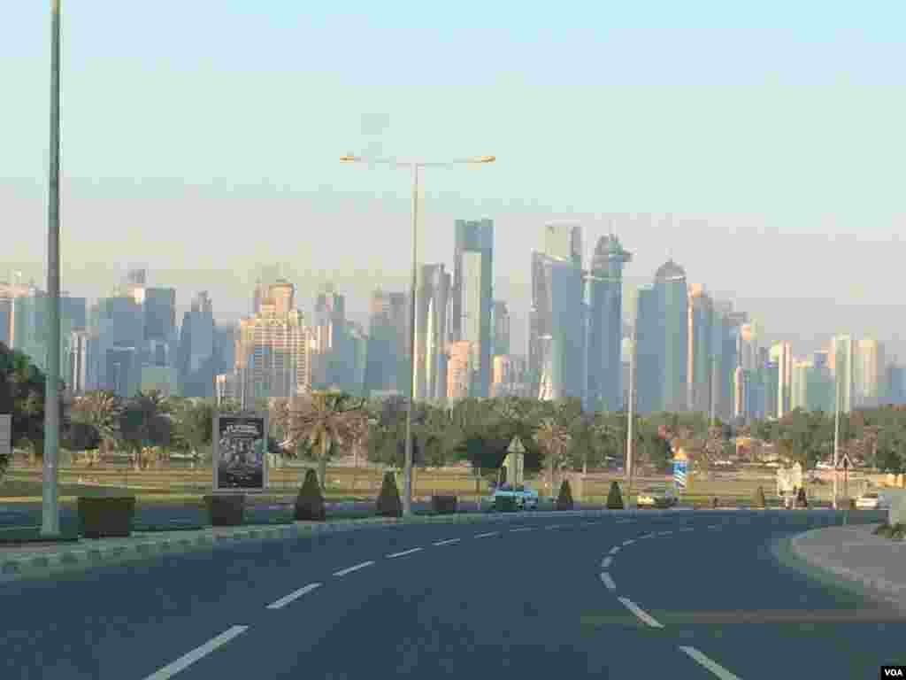 수 십층 짜리 고층빌딩들이 즐비한 카타르 수도 도하