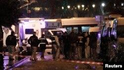 Forenzičari vrše istragu na mestu eksplozije u četvrti Sultanahmet u Istanbulu, 6. januara 2015.