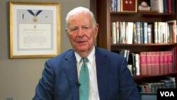 Bivši američki državni sekretar Džejms Bejker u razgovoru za Glas Amerike