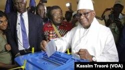 Malian president Ibrahim Boubacar Kéita votes during the July 29, 2018 presidential election.