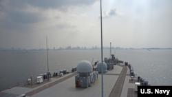 """""""蓝岭""""号指挥舰2019年3月13日抵达马尼拉(美国海军照片)"""
