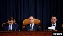 美国众议院情报委员会主席亚当·希夫在华盛顿特区出席弹劾听证会。(2019年11月21)