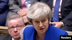 테레사 메이 영국 총리가 16일 하원에서 정부 불신임안 투표가 부결된 후 발언하고 있다.