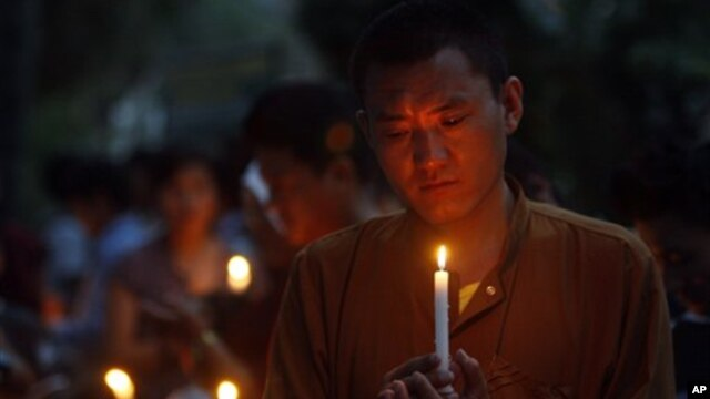 Tibetan exiles hold candlelight vigil for those who have recently self-immolated, Dharmsala, India,  May 31, 2012.