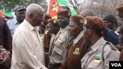 Mozambique Moçambique Presidente Armando Guebuza comautoridades tradicionais em Sofala