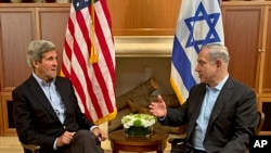 美国国务卿克里(左)和以色列总理内塔尼亚胡6月27日在耶路撒冷会晤