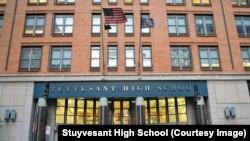 Trường Trung học Stuyvesant ở thành phố New York được trang web Niche.com bầu chọn là một trong bốn trường trung học hàng đầu của Mỹ.