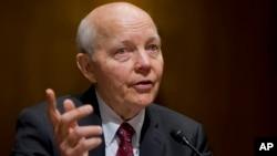 Los conservadores dicen que Koskinen obstaculizó la investigación de los republicanos en la cámara baja sobre cómo grupos del Tea Party fueron tratados injustamente por el IRS, cuando trataron de buscar exenciones fiscales hace varios años.