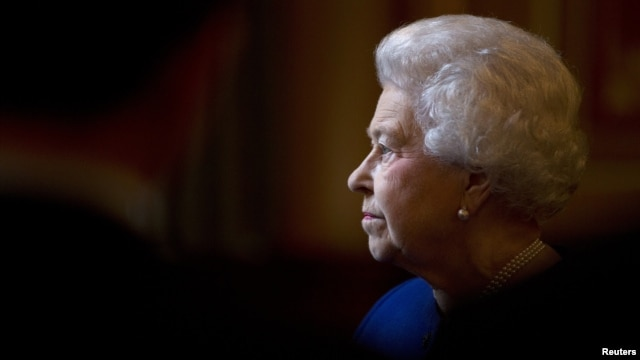 Britain's Queen Elizabeth marks Diamond Jubilee with tour of Foreign and Commonwealth Office, London, Dec. 18, 2012.