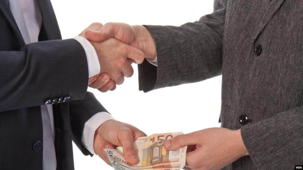 """Chi phí """"bôi trơn"""" chiếm hơn 10% trong tổng doanh thu của doanh nghiệp."""